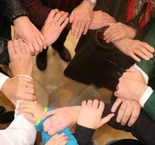 """""""gemeinsam sind wir stark, gemeinsam packen wir es an, und  halten wir zusammen, geht alles gut voran"""""""